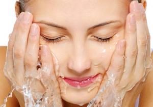 Dùng nước Kangen pH 6.0 - 4.0 để chăm sóc da, làm đẹp