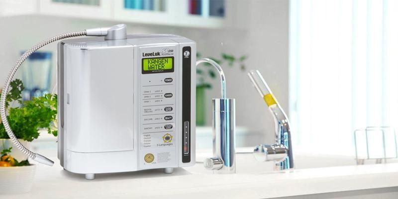 Nước được đưa qua bình điện phân để tạo dòng nước có tính kiềm